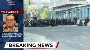 polisi-tutup-ruas-jalan-di-depan-bawaslu